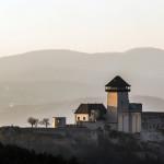 Jesenná krajina - Trenčianky hrad pri západe slnka