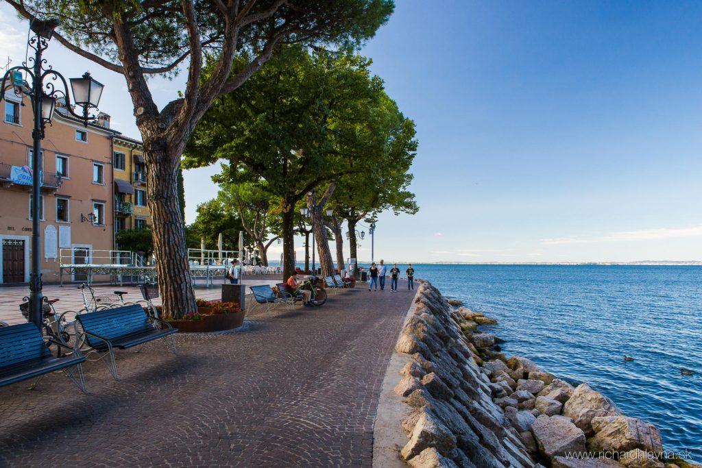 Promenáda v meste Garda