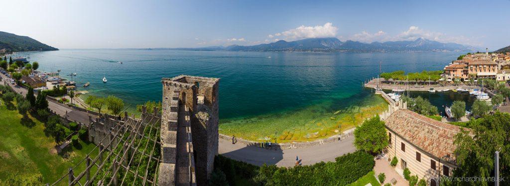 Výhľad z hradieb na Lago di Garda